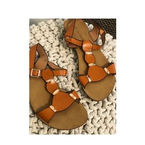 C.Label orang brown sandals